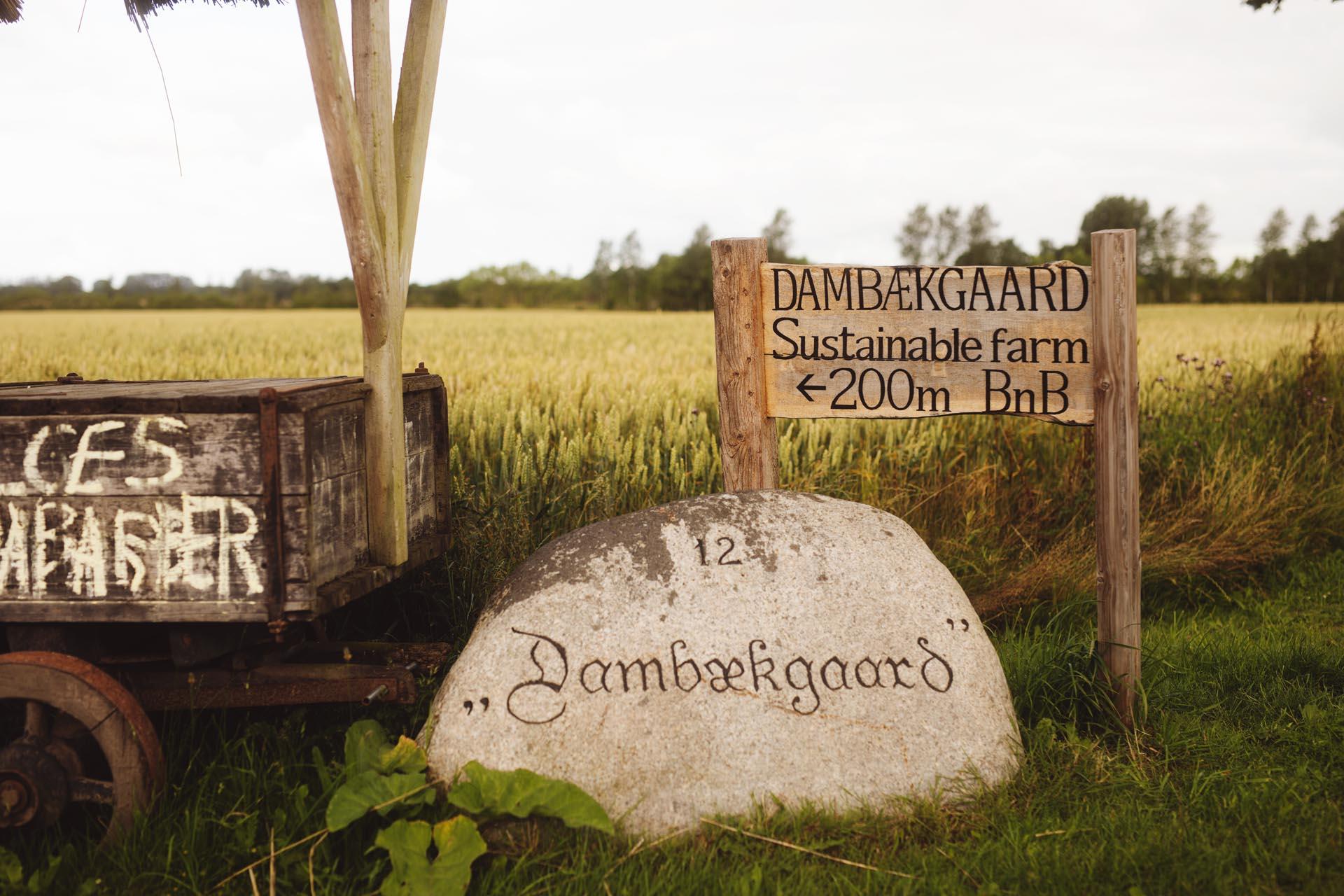 Dambækgaard Vejskilt